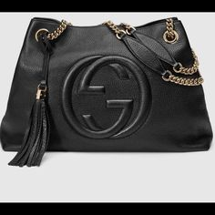 """Nwt Gucci soho medium size Soho shoulder bag with double chain shoulder straps and an embossed interlocking G. Made in our light, natural grain leather. Black leather Detachable leather tassel Embossed interlocking G Natural cotton linen lining Double chain shoulder straps with leather shoulder pad 7"""" drop Inside hook closure Medium 15""""W x 10.6""""H x 5.5""""D Gucci Bags Satchels"""