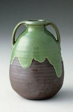 Glazed stoneware vase, Newcomb Pottery, 1899. Collection of Museum of Fine Arts, Boston.