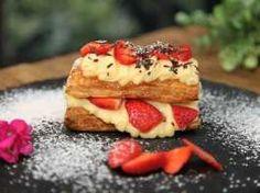 Μιλφέιγ με φράουλες! French Toast, Pie, Breakfast, Desserts, Food, Torte, Morning Coffee, Tailgate Desserts, Cake