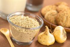 Maca poeder. Een poeder gemaakt van een knolgewas uit Peru dat diverse vitamines, mineralen, enzymen en alle essentiële aminozuren bevat. Heerlijk in smoothies, notenmelk, sappen en in combinatie met rauwe cacao.