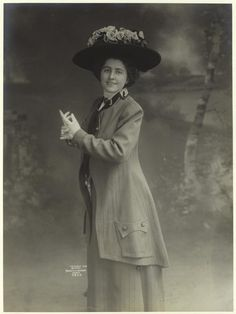 Ready for a Walk (c. 1909)