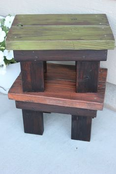 DIY footstool from reclaimed wood. site also has tutorials for pallet wood projects DIY footstool from reclaimed wood. site also has tutorials for pallet wood projects
