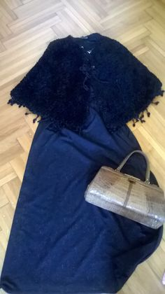 Vintage fur cape, vintage maxi dress with gold accents, vintage beige croc purse. I could go on with this outfit and add a pair of beige lace up boots to get a steampunk look. Fur Cape, Vintage 70s, Gold Accents, Lace Up Boots, Steampunk, Purse, Beige, Modern, Outfits