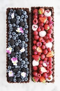 Chocolate berry tarts Crispy tart crust silky smooth milk chocolate ganache and fresh berries which one do you choose Of course the blueberry one is inspired by majachocolat frederikkewaerens berrytarts beautifulcuisines thefeedfeed thefeedfeedchocolate Milk Chocolate Ganache, Chocolate Chocolate, Snack Recipes, Dessert Recipes, Milk Recipes, Berry Tart, Fruit Tart, Dessert Aux Fruits, Beautiful Desserts