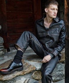 Bastian Thiery ph Cyrill Matter - Essential Homme, Aug/Sep 2016
