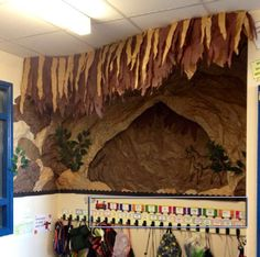 A super Prehistoric Britain / Cavemen classroom display photo contribution. Great ideas for your classroom! Class Displays, School Displays, Photo Displays, School Display Boards, Ks2 Classroom, Classroom Decor, Classroom Displays Ks2, Year 3 Classroom Ideas, Classroom Teacher