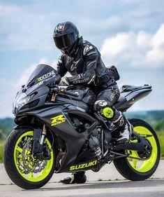 "- Carros e Motos ""Chupetolas"" de Ouro! Suzuki Gsx R, Motorcycle Suit, Suzuki Motorcycle, Moto Bike, Gsxr 1000, Super Bikes, Custom Sport Bikes, Bike Photoshoot, Cool Motorcycles"