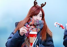 Tiffany from SNSD is here and is wearing an amazing scarf.  I bet she has no trouble with the winter cold.