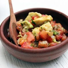Delicious and simple Pebre Sauce with Avocado, perfect to use with foods served at barbecues. A Food, Good Food, Avocados From Mexico, Grilled Sausage, Types Of Bread, Homemade Salsa, Pan Bread, Cake Decorating Techniques, Sandwich Recipes
