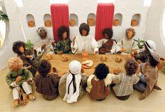 Mit biblischen Erzählfiguren haben die Schwestern die Abendmahlszene nachgestellt und dabei auf viele Details geachtet., © Foto Foto: Eggenberger
