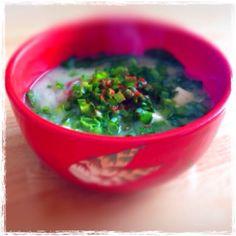 具材が見えませんが、じゃがいも、人参、玉ねぎ、大根、油揚げ、豆腐、糸こんにゃくが入った豚汁です! - 5件のもぐもぐ - 豚汁! by Ryoko7021