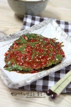 뻔와이프의 맛있는 블로그에 오신 것을 환영 합니다.  시장이나 마트에 깻잎을 묶어서 파는데 많이... K Food, Food Menu, Good Food, Veggie Cups, Korean Side Dishes, Cooking Recipes For Dinner, Kimchi Recipe, Korean Food, Recipe Collection