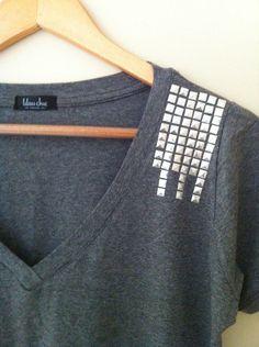 Camiseta Tachas Ombro - Lilou Chic Couture