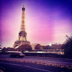 Это настоящее розовое небо. Париж любит меня. Мы гуляли с Энн. Жду. by bailsa