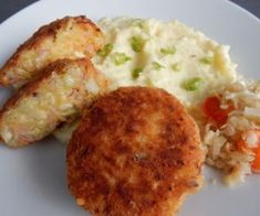 Czech Recipes, Ethnic Recipes, Mashed Potatoes, Hamburger, Food And Drink, Vegetarian, Cooking, Diet, Essen