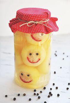 Káposztával töltött almapaprika Canning Pickles, Hungarian Recipes, Organic Recipes, No Bake Cake, Preserves, Food Art, Spices, Food And Drink, Favorite Recipes