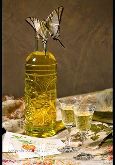 JUEGO DE SABORES : LICOR DE MANDARINA Liquor Drinks, Coffee Drinks, Cocktail Desserts, Cocktails, Limoncello Recipe, Homemade Liquor, Mason Jar Lamp, Bartender, Vodka