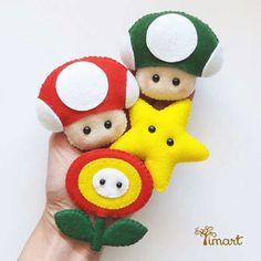 Broches Mario Birthday Party, Mario Party, Handmade Christmas, Christmas Crafts, Felt Keychain, Felt Crafts Patterns, Diy And Crafts, Arts And Crafts, Kawaii Diy