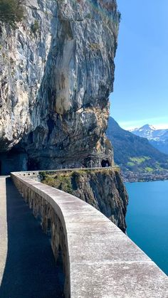 Lake Lucerne Beautiful Photos Of Nature, Beautiful Places To Travel, Beautiful Landscapes, Best Of Switzerland, Lakeside View, Explore Travel, Travel Tours, Yearning, What A Wonderful World