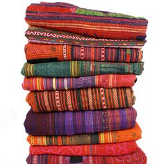 love these colorful blankets but cant find any pins that actually lead to a place to buy them :( keep my eyes open