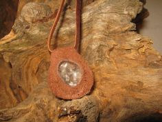 Unikat! Bergkristall in Leder Kette von Elbengard auf DaWanda.com