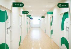 氏デザイン Office Wall Design, Office Interior Design, Clinic Design, Healthcare Design, School Signage, Hospital Signage, Storefront Signage, Kindergarten Interior, Navigation Design