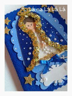 Caderno capa dura costurado com materiais de primeira linha e mini terço. Santa Doll, All Saints Day, Christian Cards, Christmas Crafts, Christmas Ornaments, Decorate Notebook, Angel Art, Girl Cartoon, Catholic