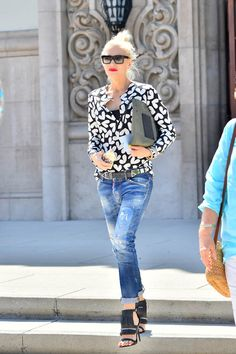 Gwen Stefani in new promo for The Voice } August 2015