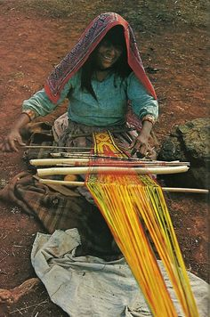 "mysleepykisser-with-feelings-hid: ""Mexican Huichol woman weaves a sash for her husband National Geographic Weaving Textiles, Tapestry Weaving, Loom Weaving, Hand Weaving, Textile Design, Textile Art, Art Plastique, National Geographic, Fiber Art"