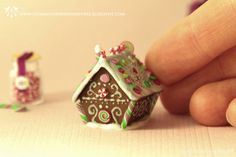 Hummingbird Miniatures: Traditional Gingerbread House