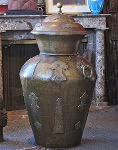 Traditional Vases, Moroccan Furniture, Custom Furniture, Brass, Pearls, Interior, Home Decor, Bespoke Furniture, Decoration Home