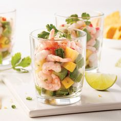 Tartare de crevettes, mangue et avocat - 5 ingredients 15 minutes Ceviche, Watermelon Radish, Buffet, Cantaloupe, Easy Meals, Easy Recipes, Entrees, Appetizers, Fruit