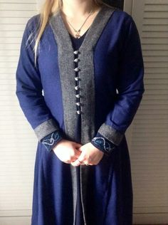Viking dress inspired by the various male Birka kaftans