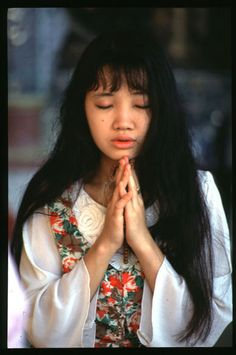 Myanmar girl in Swedagon temple.