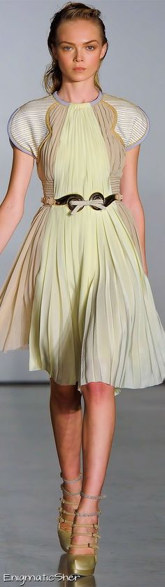 pleat  Aquilano Rimondi | Dinner date dress fashion and glamour | dress to impress and look like a princess | sexy woman in soft yellow dress | #thejewelryhut