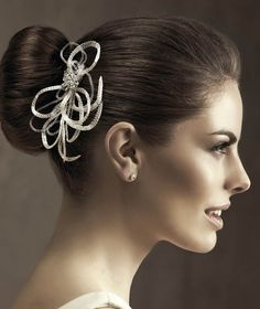 Pronovias presents its T20-5437 bridal headpiece. | Pronovias