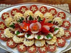 24 inspirations to serve cold plates - Kalte Platten - Wurst Appetizer Sandwiches, Meat Appetizers, Appetizer Recipes, Party Food Trays, Amazing Food Decoration, Gourmet Recipes, Cooking Recipes, Gourmet Foods, Food Carving