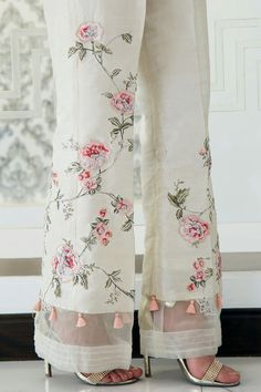 Buy Pakistani clothes online, salwar kameez, Indian dresses, kurtis, trousers and leggings by Henna Mehndi. Pakistani Clothes Online, Pakistani Outfits, Indian Outfits, Pakistani Clothing, Pakistani Salwar Kameez, Sharara, Shalwar Kameez, Indian Clothes, Salwar Designs