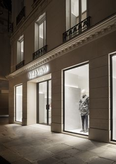 Classical and modern. The new Valentino store in Paris renovated by David Chipperfield. Retail Facade, Shop Facade, Facade House, Facade Architecture, Amazing Architecture, Contemporary Architecture, Shop Front Design, Store Design, Valentino Store