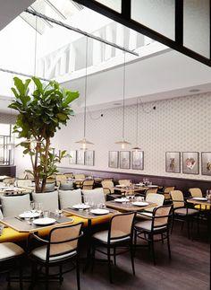 Un restaurant à Paris | design d'intérieur, décoration, restaurant, luxe. Plus de nouveautés sur http://bocadolobo.com/blog/Categories/boca-do-lobo-news/