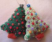These are absolutely adorable. so simple, so well decorated.  Felt christmas trees