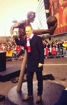 Dennis Bergkamp alongside his statue 22/2/2014