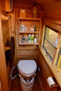 With little money and a ton of creativity, oPhelia and Julien took this unassuming yellow school bus and converted it into their own beautiful full-time tiny house. The Partridge family would dig...