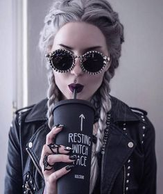 Studded Round Sunglasses - Gothic and Dark Beauty - Punk Dark Beauty, Gothic Beauty, Mode Outfits, Grunge Outfits, Rock Chic Outfits, Dark Fashion, Gothic Fashion, Witch Fashion, Steampunk Fashion