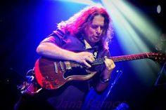 Luis Romero  hace varios conciertos como guitarrista de Sherpa para poco después pasa a formar parte de Ñu recorriendo de nuevo todo el pais.  #luisromero #ñu #guitarraelectrica #guitar