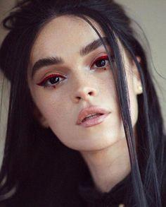 red eyeliner on dark eyes Makeup Goals, Makeup Inspo, Makeup Inspiration, Makeup Ideas, Beauty Make-up, Beauty Hacks, Hair Beauty, Maquillage Halloween, Halloween Makeup
