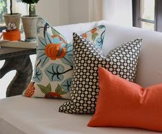 Pillow Room, Living Room Pillows, Coral Pillows, Throw Pillows, Beige Living Rooms, Colourful Living Room, Sofa Styling, Scatter Cushions, New Blue