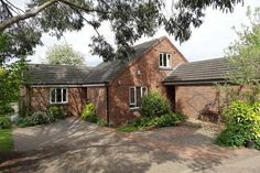 2 bedroom detached bungalow for sale in Old Church Road, Bell Green, Coventry
