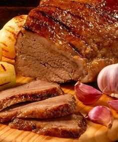 "Portuguese Delights: ""Picanha no Alho"". I Love Food, Good Food, Yummy Food, Carne Asada, Brazillian Food, Meat Recipes, Cooking Recipes, Portuguese Recipes, Polenta"