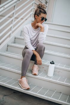 Outfits With Leggings – Lady Dress Designs Casual Sporty Outfits, Lazy Day Outfits, Athleisure Outfits, Sport Outfits, Trendy Outfits, Cool Outfits, Hiking Outfits, Leggings Outfit Summer, Fitness Fashion